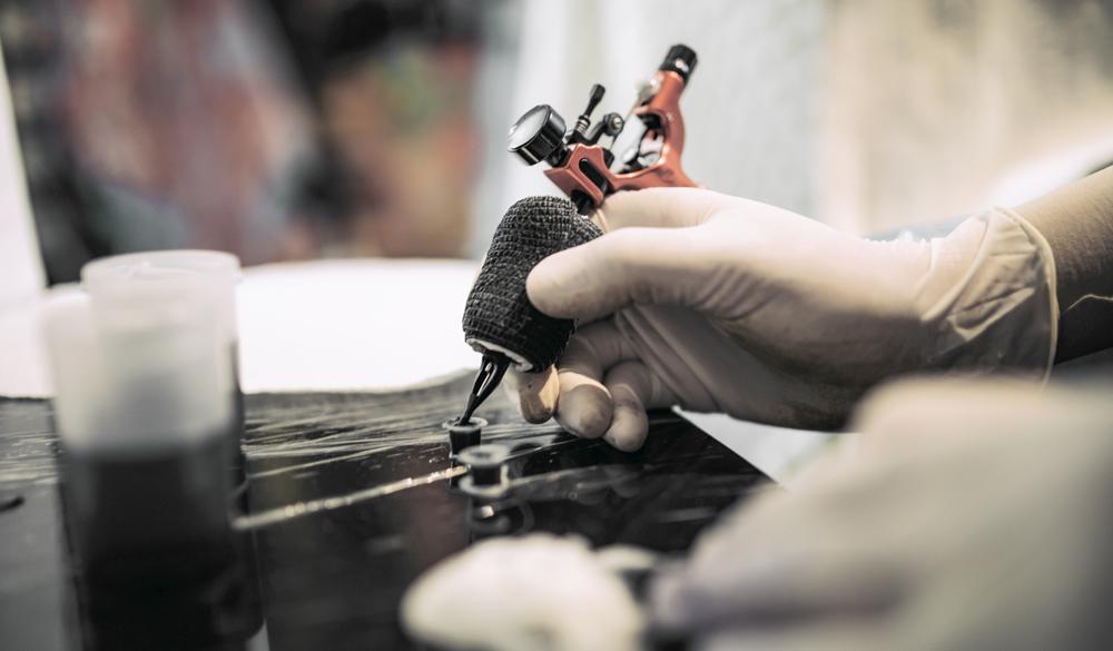 CBD zur Tattoo Pflege: Wundheilung & Farbkraft