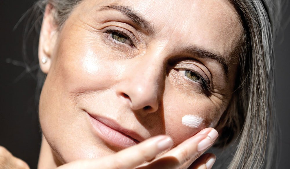 Anti-Aging: Glatte und jugendliche Haut durch CBD